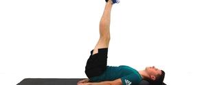 レッグレイズのやり方と効果!呼吸の方法、腰痛にならないためのコツを解説