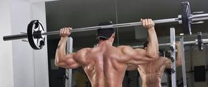 バックプレスで肩の筋肉を鍛える!絶大な効果と怪我をしないために注意すること