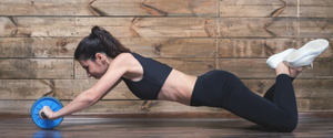 腹筋ローラーで腕が筋肉痛になるのは間違い!お腹に効かせる方法とは?