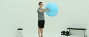 バランスボールで胸筋を鍛える『バタフライ』